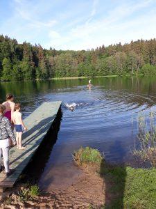 Vilniaus jaunųjų turistų sąskrydis prie Škileto ežero.