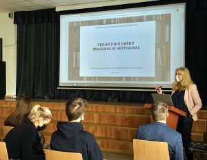 """Metodinis seminaras ,,Sėkmingiausių 2020-2021 m.m. III klasių mokinių projektinių darbų pristatymas"""""""